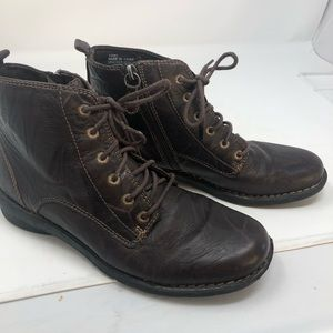 Clarks Bendable Sz 7 Brown Leather Ankle  Boots